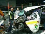 5-orang-jadi-korban-lakalantas-mobil-ambulans-di-flyover-mbk.jpg
