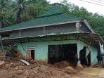 akibat-banjir-di-jalinbar-tanggamus-masjid-baiturrahman-hancur-diterjang-material-lumpur.jpg