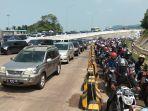 arus-balik-pemudik-lebaran-2019-di-pelabuhan-bakauheni.jpg