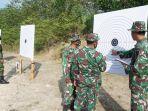 asah-kemampuan-prajurit-kodim-0426-tulangbawang-latihan-menembak-senjata-ringan.jpg