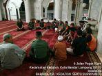 babinsa-koramil-410-06kdt-laksanakan-sholat-maghrib-dan-isya-berjamaah-di-masjid-al-hikmah.jpg