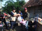 bantuan-korban-banjir-di-pesawaran.jpg