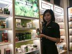 beauty-consultant-the-body-shop-store-dina.jpg