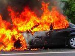 belasan-mobil-dibakar-di-tiga-kota-di-jawa-tengah-dalam-kondisi-terparkir-di-pinggir-jalan.jpg