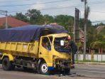 breaking-news-diduga-terlibat-lakalantas-truk-colt-diesel-ringsek-di-tengah-jalan.jpg