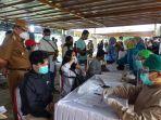 bupati-musa-ahmad-kiri-memantau-kegiatan-mobile-vaksinasi-di-bandar-jaya-barat.jpg