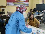 disabilitas-ikuti-vaksinasi-gratis-polres-pesawaran.jpg