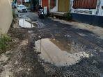 foto-jalan-rusak-di-samping-flyover-untung-suropati-tak-kunjung-diperbaiki.jpg