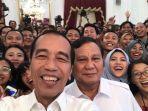 jokowi-dan-prabowo-selfie-bareng-kompak-pakai-putih-hingga-bahas-oposisi-atau-koalisi.jpg