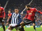 juan-mata-of-manchester-united-is-challenged-by-jake-livermore.jpg