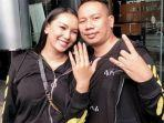 Kalina Ocktaranny Dilamar Vicky Prasetyo, Orangtua dan Sang Anak Tak Hadir