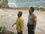 kapolres-lamsel-tinjau-sejumlah-titik-kerusakan-akibat-banjir-bah_20180404_125757.jpg