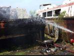 kebakaran-gudang-kapal_20180612_133305.jpg