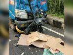 kecelakaan-di-bogor-sopir-truk-boks-tewas-ditabrak-truk-saat-turunkan-barang.jpg