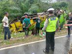 kecelakaan-di-jalintim-mesuji-lampung-bus-penumpang-pecah-ban-hingga-terguling-di-sisi-kiri-jalan.jpg