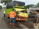 kecelakaan-dua-mobil-truk-di-kecamatan-sembawa-banyuasin-hingga-sopir-terjepit.jpg