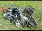 kecelakaan-karyawati-rugi-rp-100-juta-seusai-mobil-ayla-miliknya-ringsek-ditabrak-ka.jpg