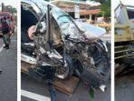 kecelakaan-mobil-pemandu-lagu-tabrakan-dengan-truk.jpg
