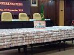 kejagung-pamer-tumpukan-uang-senilai-rp-447-miliar-hasil-korupsi-kokos-lim.jpg