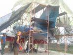 kerangka-pesawat-a-4-skyhawk-di-lanud-pangeran-m-bunyamin-lampung-dicat-ulang.jpg