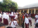 koramil-410-06kdt-laksanakan-program-kegiatan-mentari-pagi-bantu-anak-sekolah-seberang-jalan.jpg
