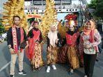 kostum-garuda-dari-daun-bambu.jpg