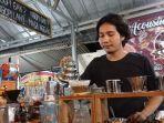 kuliner-lampung-menu-kopi-dengan-proses-manual-brew-jadi-favorit-di-warung-tom-coffee.jpg
