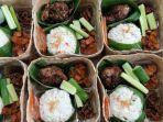kuliner-lampung-ngaliwet-mimi-tawarkan-nasi-liwet-lengkap-dan-kotak-khusus.jpg