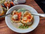 kuliner-lampung-pedas-nikmat-bakso-lava-hot-jeletot-cuma-rp-10-ribu-per-porsi.jpg