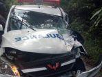 laka-ambulans-vs-truk.jpg