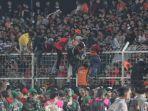 link-live-streaming-badak-lampung-vs-persija-8-desember-2019-stadion-sesak-wasit-hentikan-laga-2.jpg