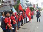 mahasiswa-ubl-unjuk-rasa-memperingati-hari-buruh-internasional.jpg