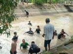 main-dengan-kakak-di-irigasi-bocah-4-tahun-di-metro-tewas-tenggelam.jpg