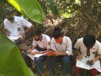 masuk-sarang-ular-demi-belajar-daring-cerita-4-pelajar-di-bandar-lampung-tak-mampu-beli-kuota1.jpg