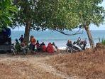 masyarakat-tanggamus-lampung-kunjungi-pantai-di-libur-lebaran-yudi-enak-untuk-kumpul-kumpul.jpg