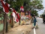menjelang-hut-ke-75-ri-pedagang-bendera-marak-di-kotabumi.jpg
