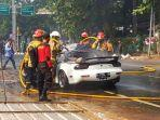 mobil-sedan-terbakar-saat-lakukan-test-drive-penyebabnya-kopling-hingga-muncul-percikan.jpg