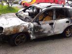 mobil-terbakar-di-depan-terminal-rajabasa_20170518_164554.jpg