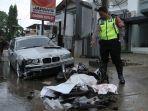 motor-petugas-kebersihan-yang-ditabrak-sedan-bmw-di-bandar-lampung-hancur-lihat-foto-fotonya-1.jpg