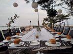 nikmati-senja-dan-makan-malam-romantis-di-pinggir-pantai-grand-elty-2.jpg