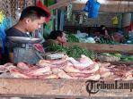 pedagang-daging-ayam-potong-di-pasar-simpang-pematang.jpg
