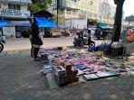 pedagang-mainan-di-pasar-bambu-kuning.jpg