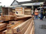 pedagang-pasar-cendrawasih-dapat-bantuan_20180425_215136.jpg