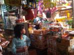 pedagang-sembako-di-pasar-kotabumi.jpg