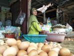 pedagang-sembako-di-pasar-sentral-kotabumi.jpg