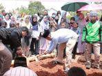 pemakaman-iqbal-firmansyah.jpg