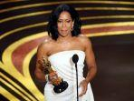 pemenang-piala-oscar-2019-regina-king-untuk-actress-in-a-supporting-role.jpg
