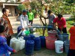 pemkab-kembali-salurkan-bantuan-air-bersih-bagi-warga-dusun-kayu-tabu-dan-pematang-macan.jpg