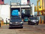 pemudik-yang-menggunakan-kendaraan-pribadi-tiba-di-pelabuhan-bakauheni.jpg