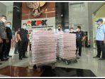penampakan-uang-rp-523-miliar-kasus-dugaan-suap-benur-edhy-prabowo.jpg